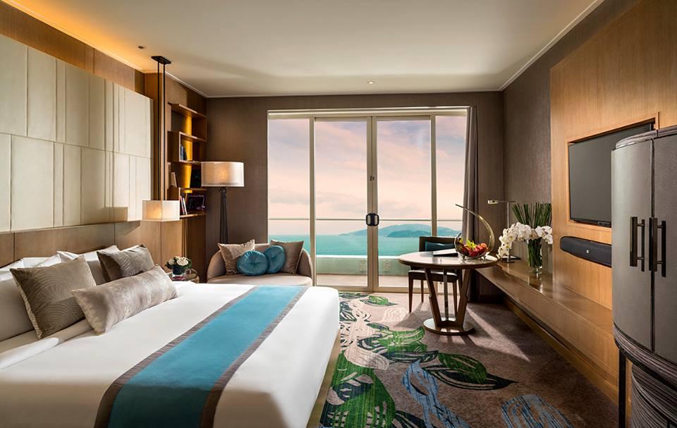 Kamar Deluxe yang menampilkan pemandangan laut lepas.
