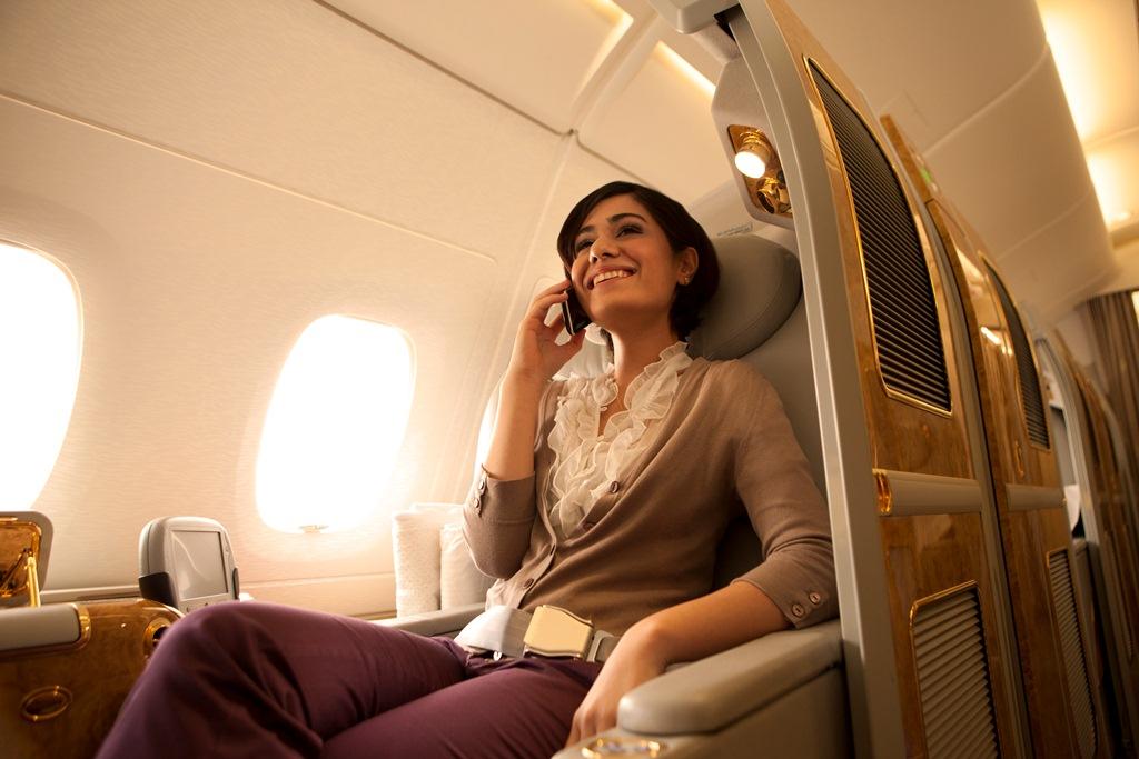 Koneksi telepon selular di pesawat milik Emirates. (Foto: Emirates)