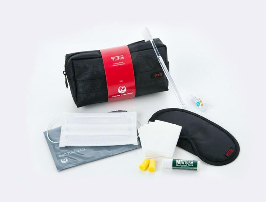 Amenity kit baru ini berisi pelembap bibir, krim mata, serta peralatan lainnya.