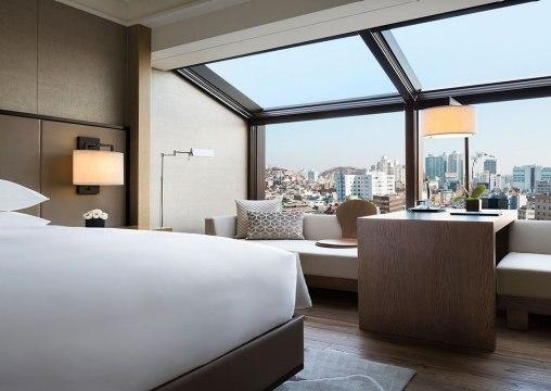 Kamar Executive Deluxe menampilkan panorama kota dan Dongdaemun.