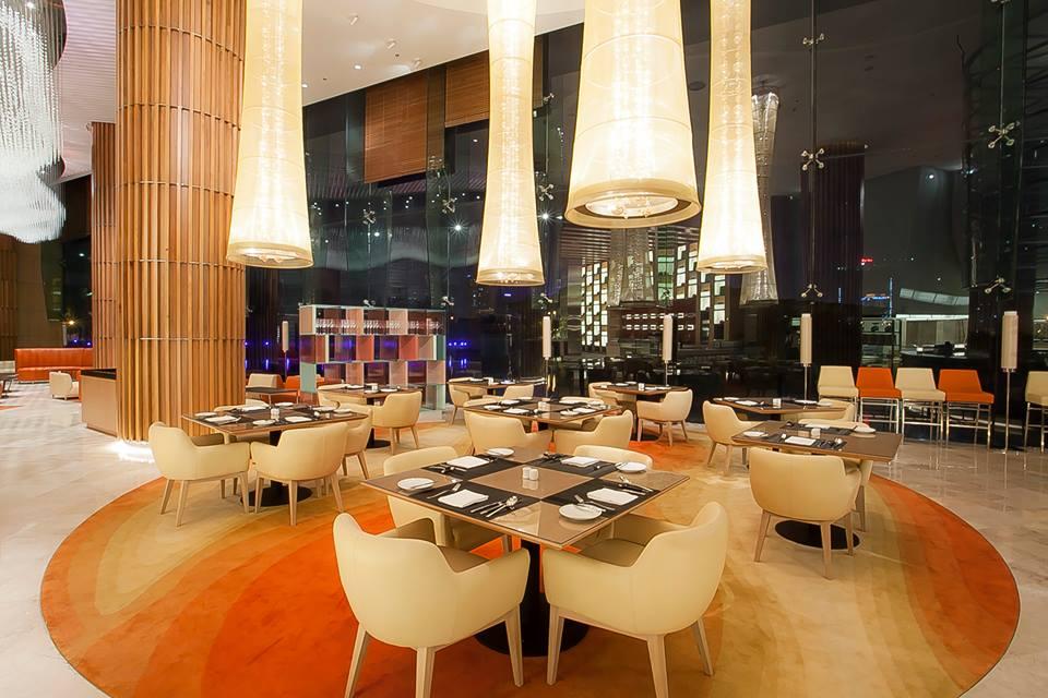 JW Cafe yang menyajikan menu prasmanan internasional dan Asia.