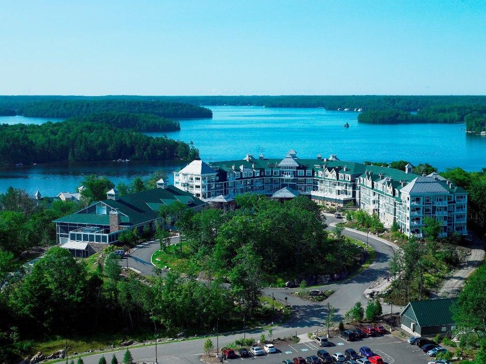 Hotel JW Marriott The Rosseau Muskoka Resort & Spa di pinggi danau di Ontario, Kanada.