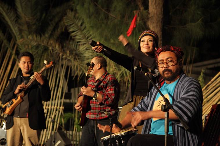 Penampilan para musisi di Jazz Gunung.