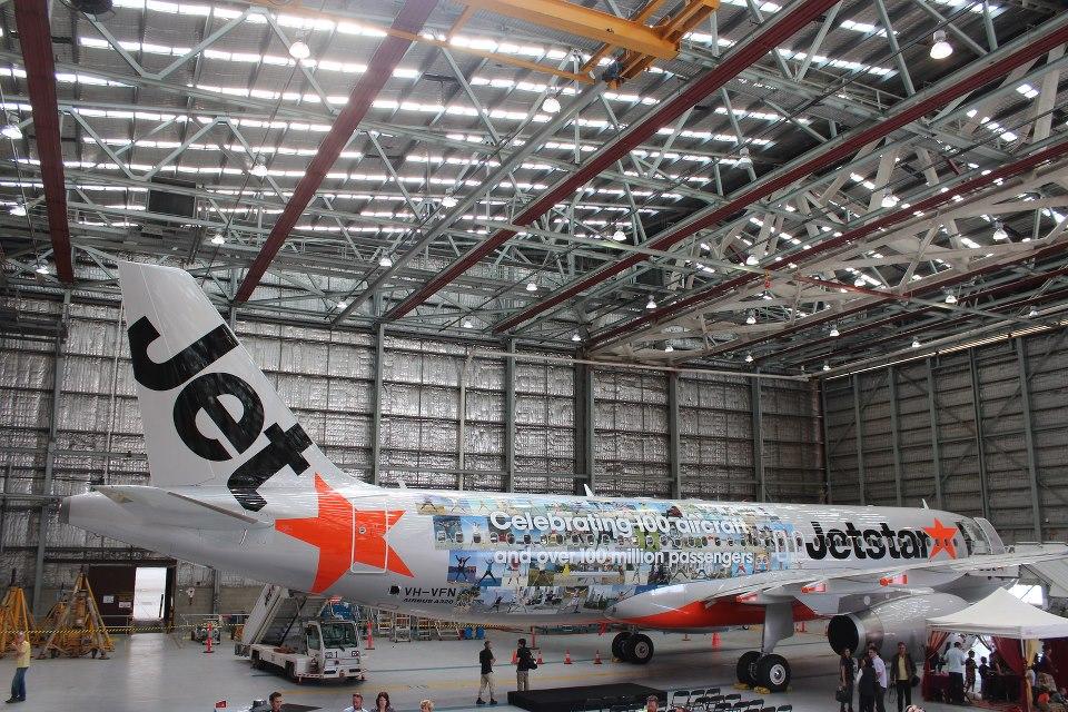 Armada A320 kini tampil dengan cat livery baru merayakan penumpang ke-100 juta.
