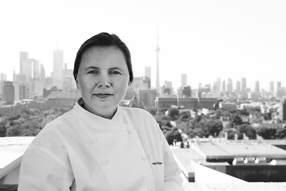 Joan Monfaredi adalah koki yang tengah naik daun popularitasnya di Kanada.