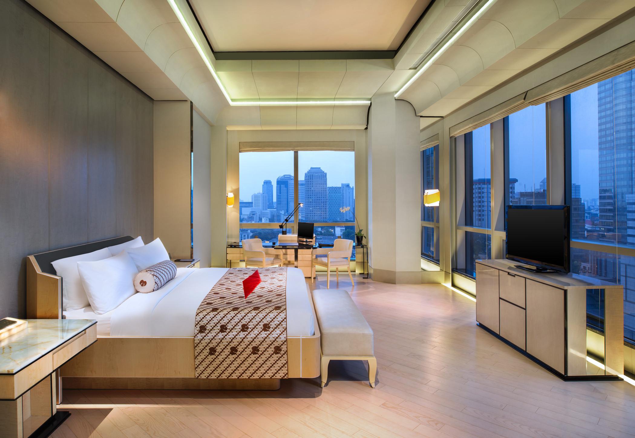 Pemandangan Jakarta dari kamar tipe Junior Suite.