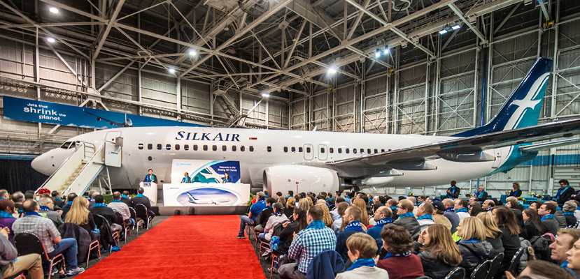 Armada B737-800 pertama SilkAir di markas Boeing dalam acara pelepasan menuju Singapura.