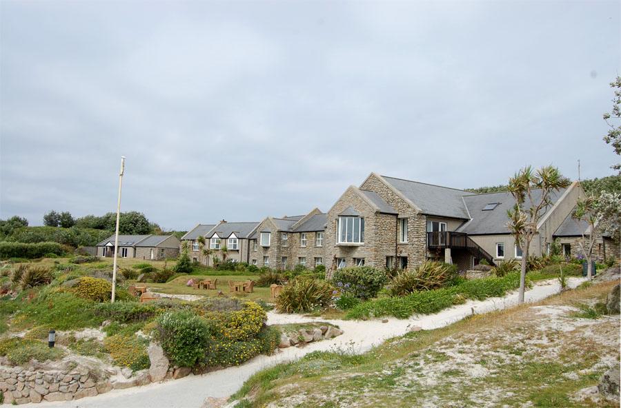 Bangunan resor Karma St. Martin's bergaya khas cottage pesisir Inggris.