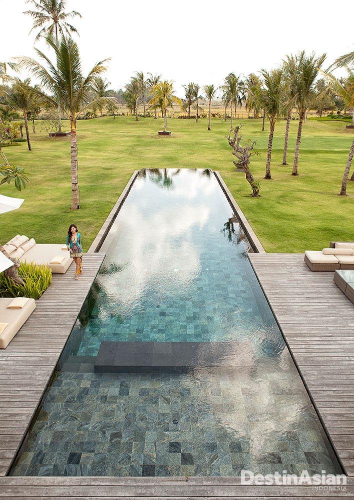 Kolam renang sepanjang 25 meter di Kaba Kaba Estate.
