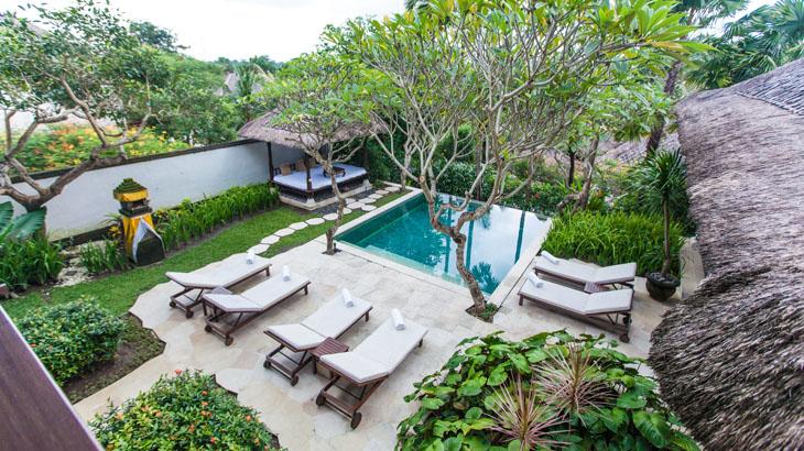 Masing-masing vila dilengkapi kolam privat.