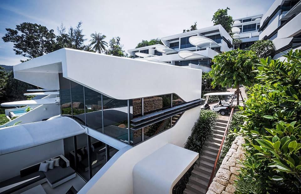 Fasad Kata Rocks yang sangat modern. Berbeda dengan resor-resor lain di Phuket.