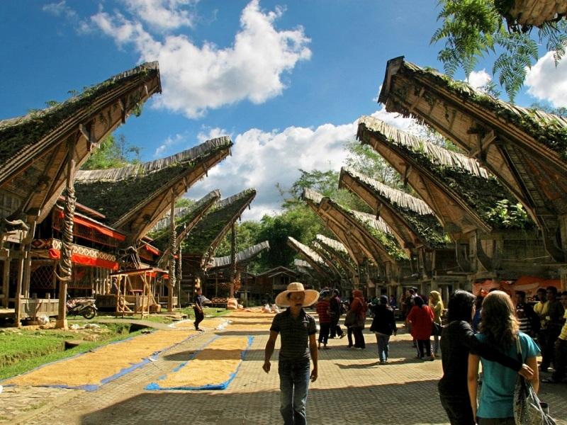 Kete Kesu, desa wisata di Toraja yang menampilkan kehidupan tradisional masyarakat asli.