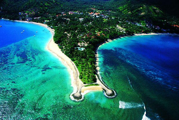Properti Kila Senggigi Beach yang diapit dua pantai.