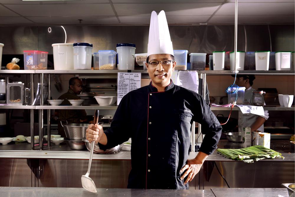 Susanto Antok, pria bertangan terampil yang menjadi komandan di dapur The Alana Surabaya.