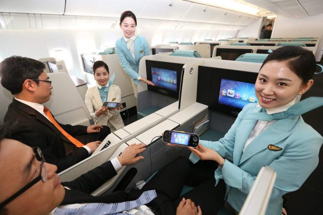 Masing-masing kursi akan dilengkapi pengatur video berbentuk mirip ponsel pintar.