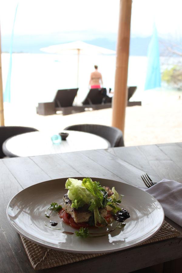 Menikmati masakan bergaya Mediterania di Karma Beach Club.