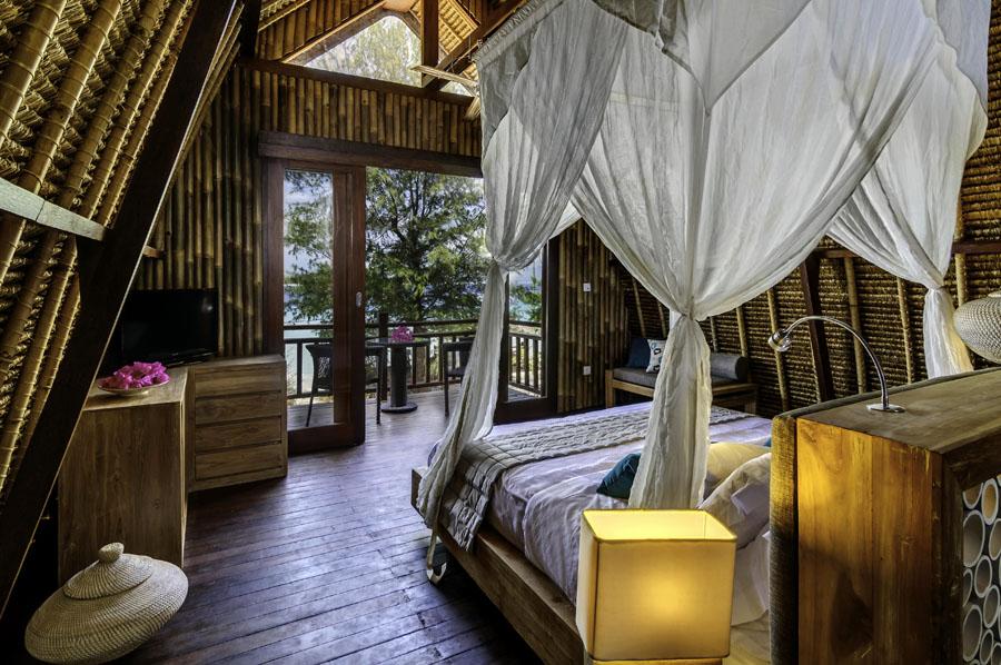 Kamar dengan balkon pribadi menghadap laut. (Foto: Karma Reef)