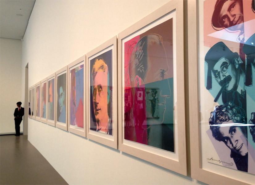Museum ini juga menampilkan koleksi lukisan karya Andy Warhol.