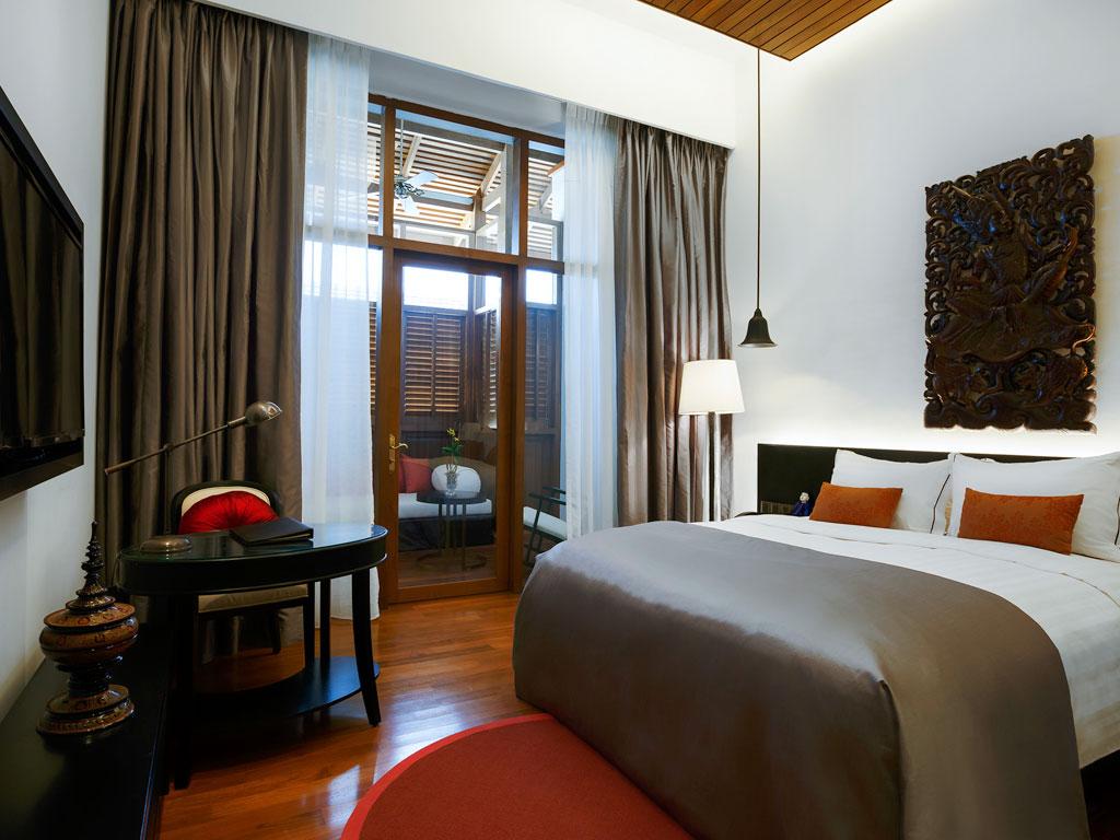 Kamarnya bernuansa elegan dengan sentuhan tradisional Myanmar.