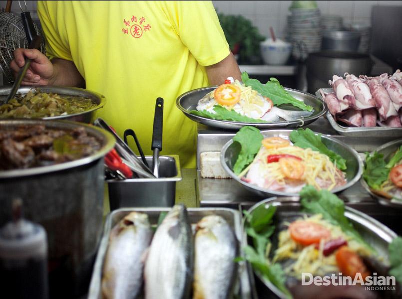 Bak kut teh di Lau Ah Tee disajikan dengan kaidah Teochew.