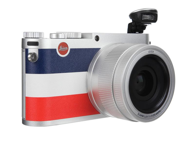 Kamera Leica X Moncler juga dilengkapi built-in flash.