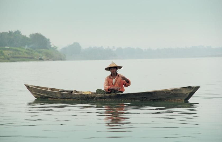 Tur akan mengajak penumpang bertemu dengan penduduk lokal di desa-desa tepi sungai.