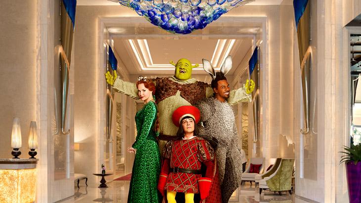 Paket menginap ini sudah termasuk dua tiket gold pertunjukan Shrek The Musical.