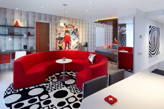 Kamar Red Grand studio.
