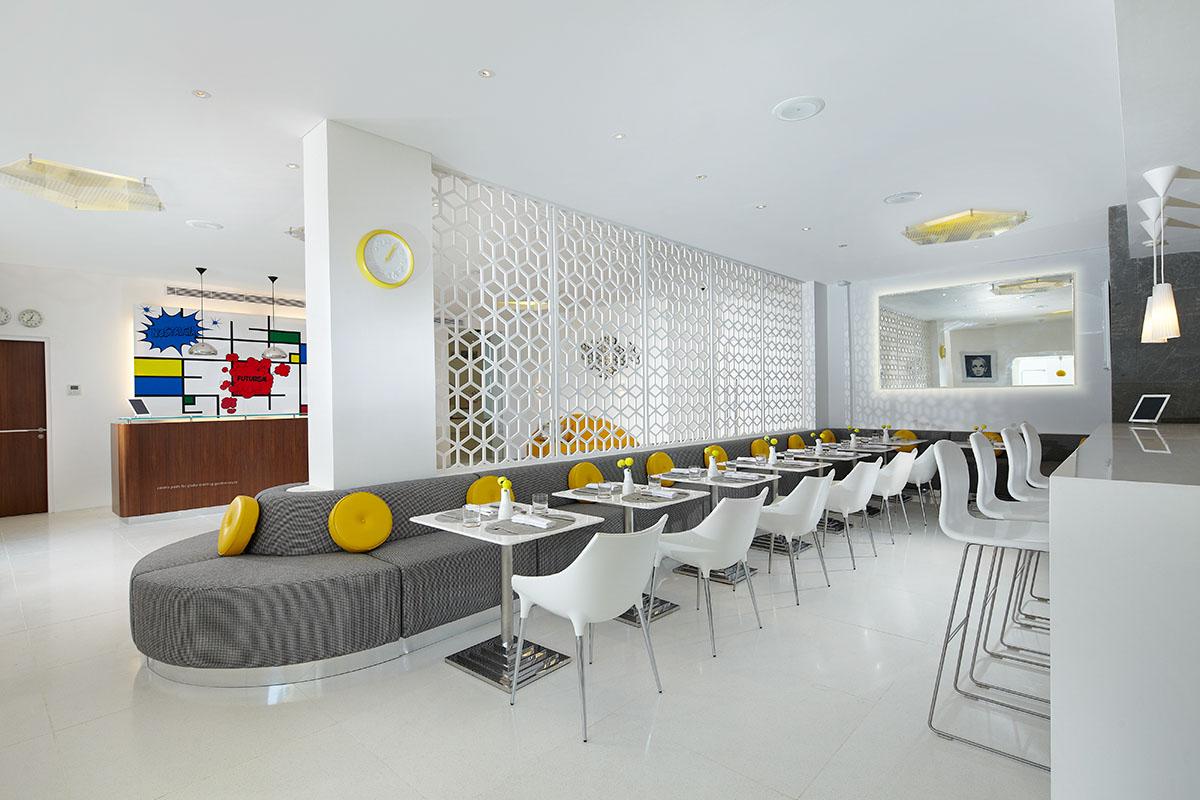 Restoran Orbit yang menyajikan menu internasional.