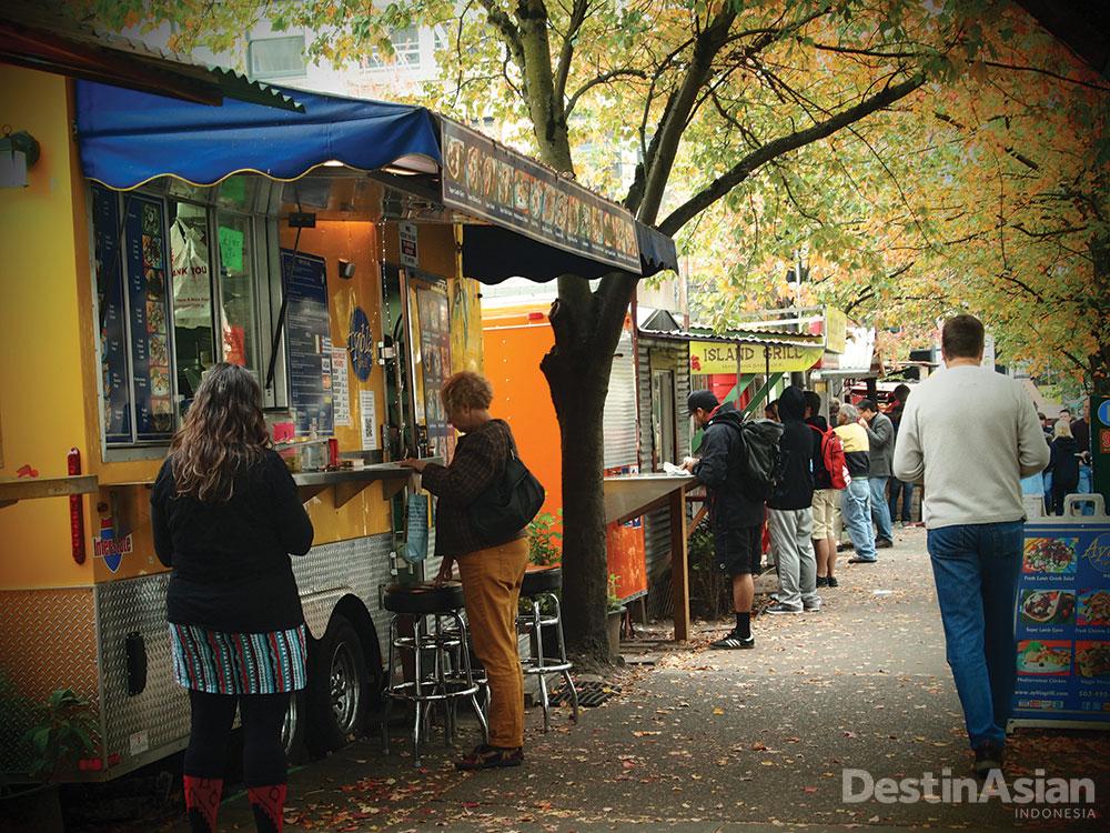 Meskipun sajiannya simpel dan tanpa alat makan mewah, kios makanan sangat diminati di Portland.