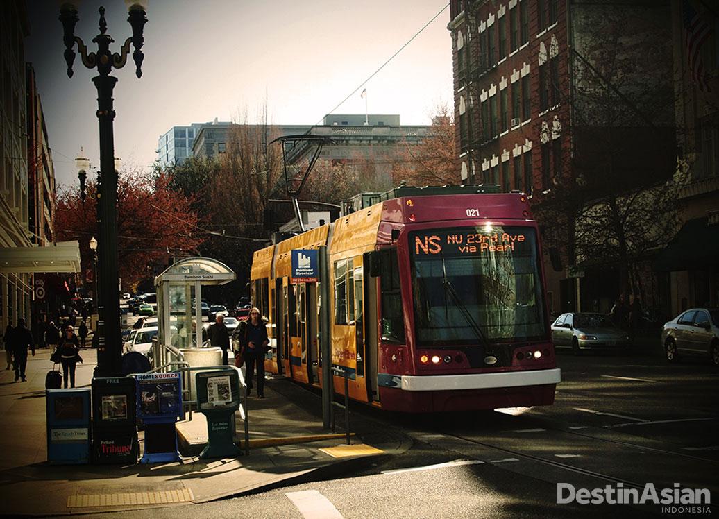 Pod bisa dijangkau dengan menggunakan angkutan umum.