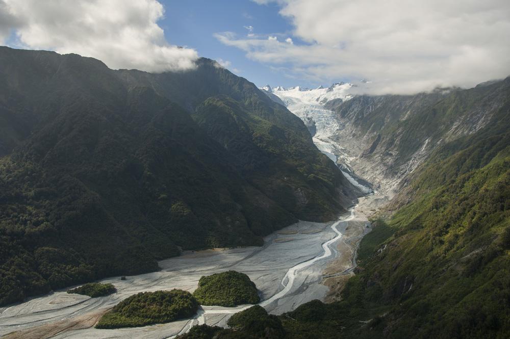 Perpaduan antara hutan subtropis dan glasier yang langka di dunia.