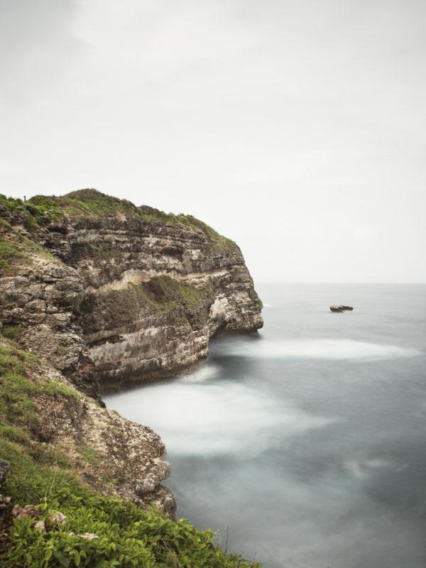 Tebing di Tanjung Ringgit di ujung tenggara Lombok.