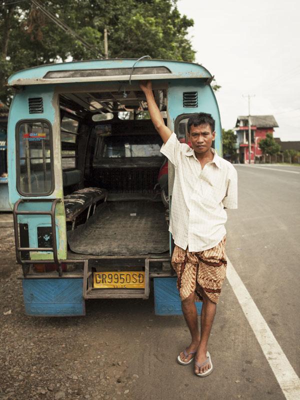 Bemo, angkutan umum lokal.