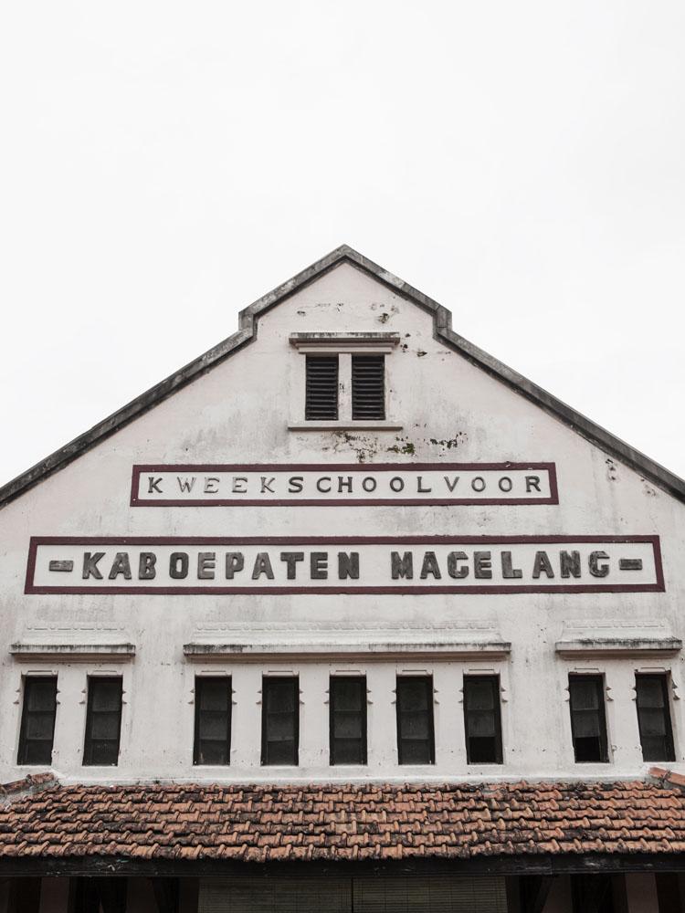 Gedung sepuh di kota tua Magelang.