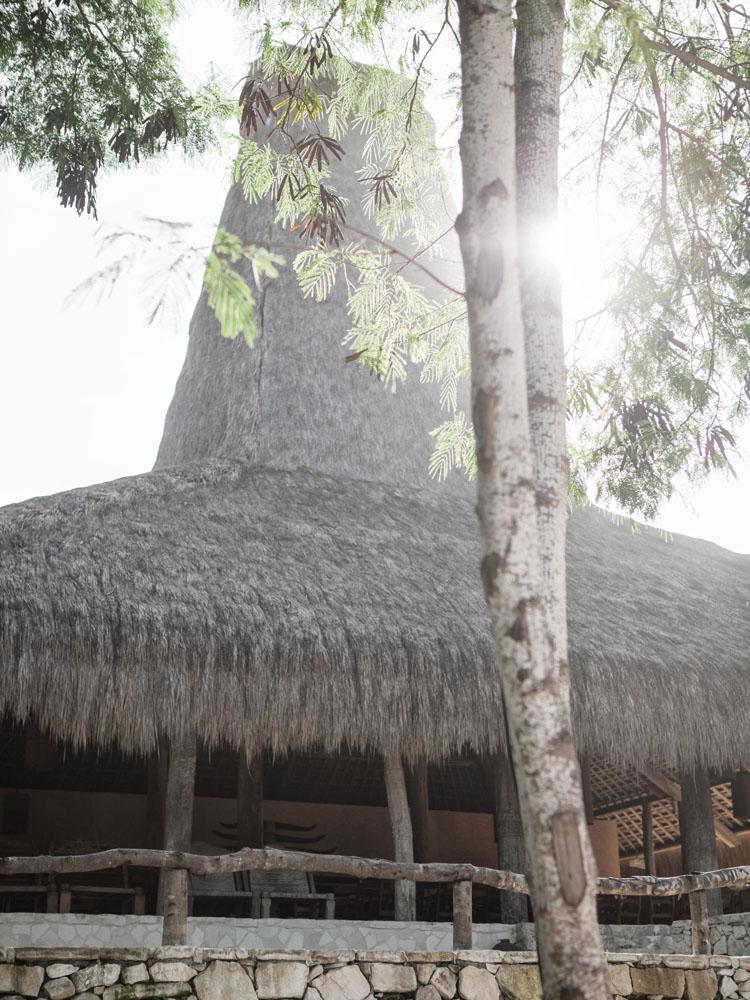 Restoran baru di resor. Fasadnya bangunan tradisional, namun menu yang ditawarkan  berkelas internasional.
