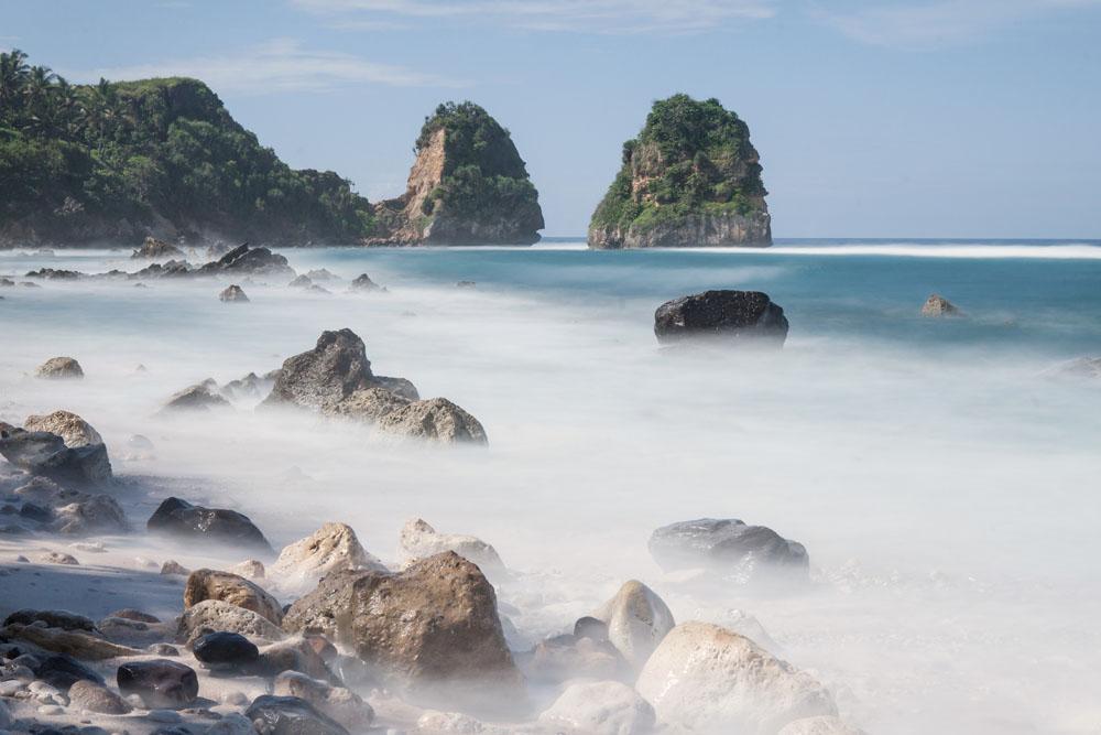 Pantai Nihiwatu Resort yang magis.