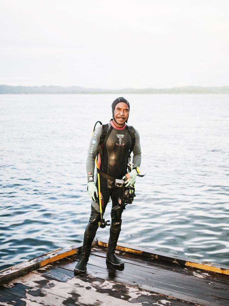 Seorang penyelam senior dari Arborek, pulau kecil di Raja Ampat.