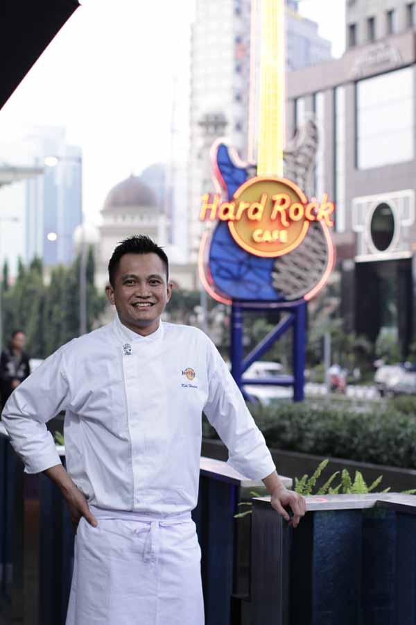 Chef Kiki Herdadi bertanggung jawab atas semua makanan di Hard Rock Cafe Jakarta.