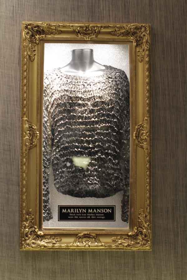 Kaos yang pernah dipakai oleh Marilyn Manson.