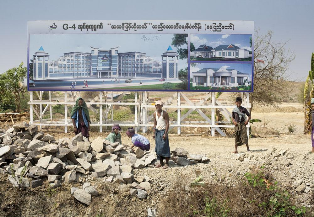 Kontruksi di wilayah yang kelak akan menjadi tempat berdirinya hotel-hotel.