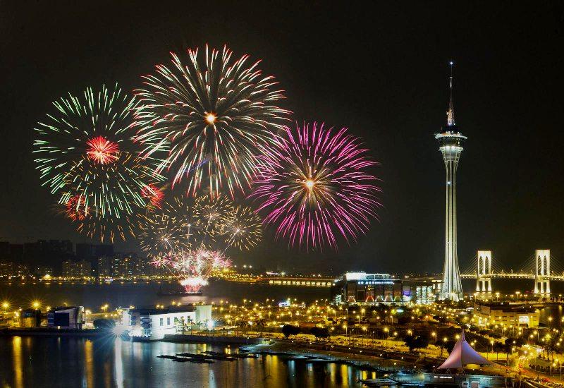 Tahun ini 10 tim dari berbagai negara akan bertarung untuk menampilkan performa kembang api terbaik.