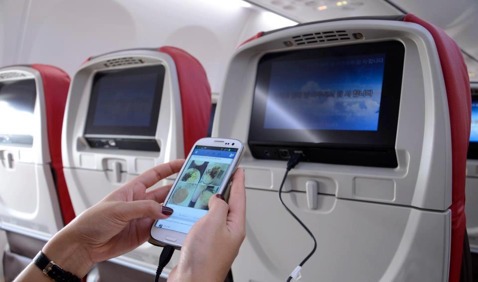 Setiap kursi Malindo Air dilengkapi dengan televisi serta dapat terkoneksi dengan gadget Anda.