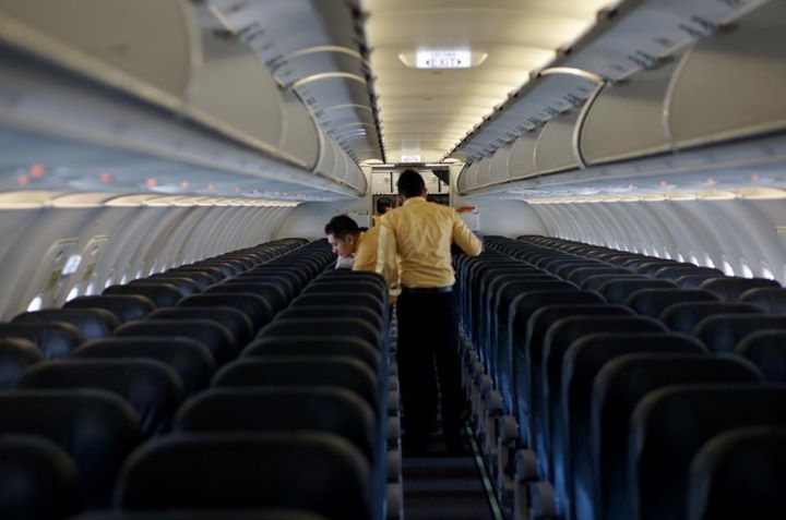 Para petugas Mandala Airlines sedang membersihkan kabin sebelum penerbangan.