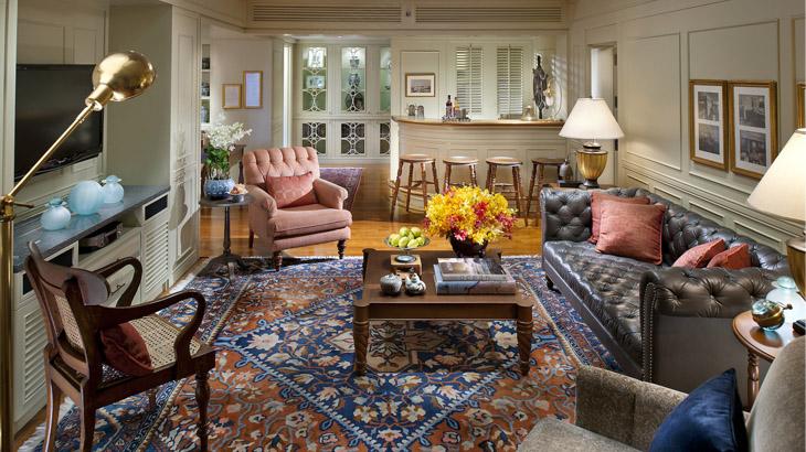 Interior kamar Authors' Suite.