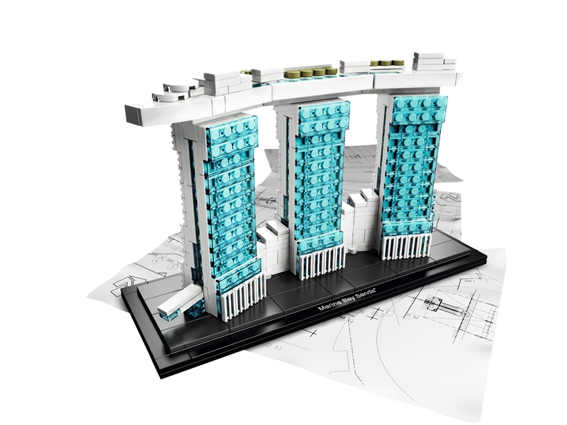 Wujud Marina Bay Sands dalam bentuk mainan Lego.
