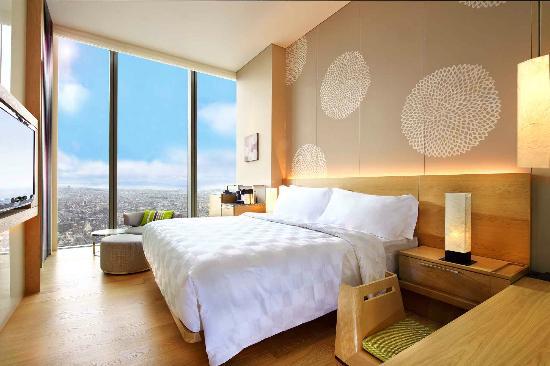 Interior kamarnya menggabungkan desain modern dan tradisional khas Jepang.
