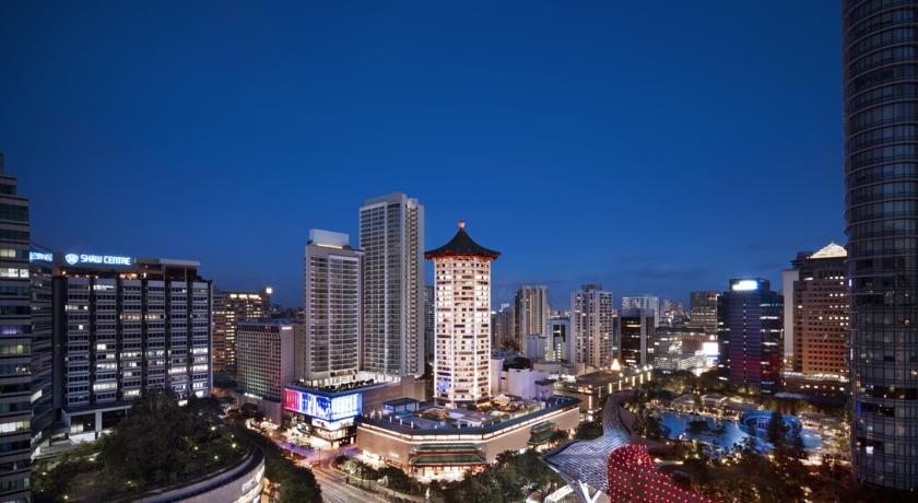 Fasad Marriott Singapura dengan atap berbentuk pagoda.