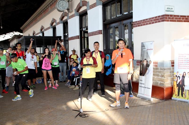 Sandiaga Uno, pendiri yayasan Berlari Untuk Berbagi sedang memberikan sambutan.