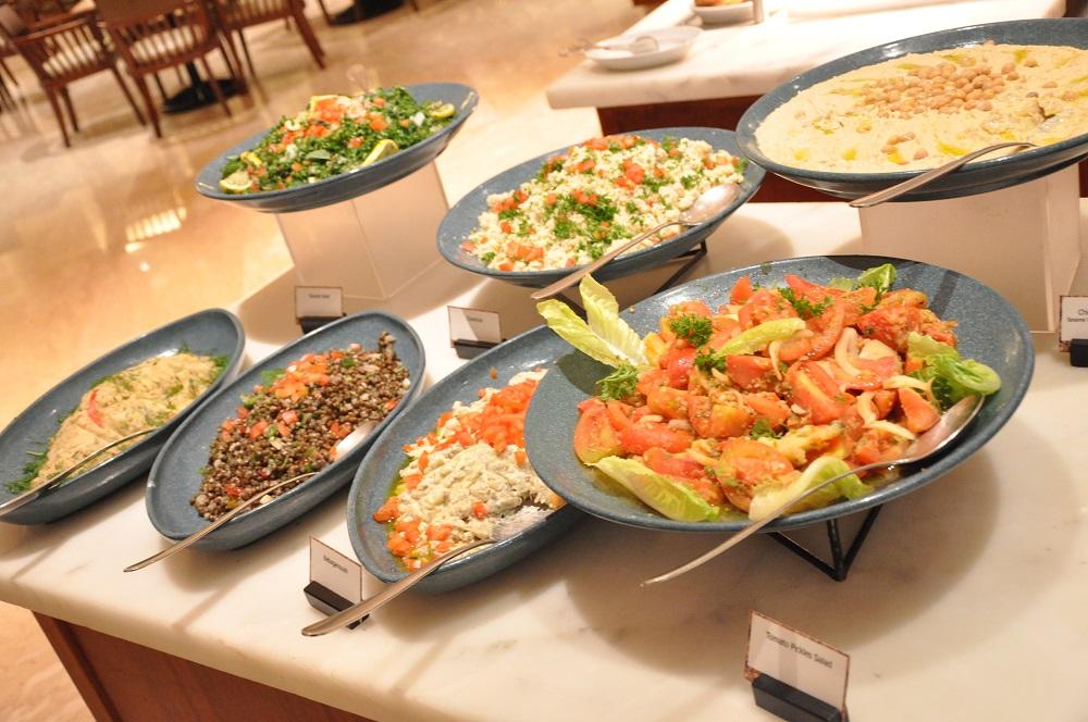Berbagai macam selada khas Timur Tengah.